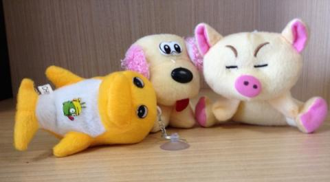 Three various plush toys - unbranded