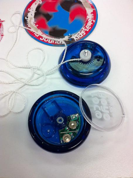 Smiggle yo-yo with button batteries exposed
