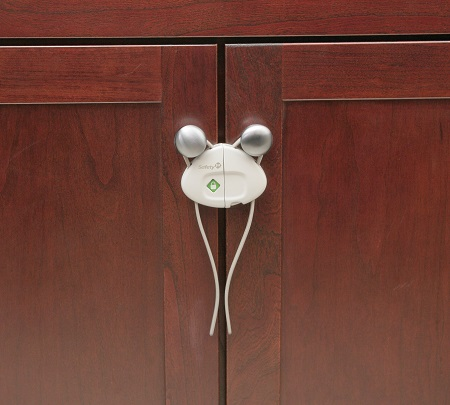 Igc dorel pty ltd push n snap cabinet lock cabinet for Child safety lock for kitchen cabinets